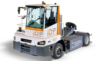 O+P liefert spezielle Distributions-Zugmaschine für Logistikzentrum