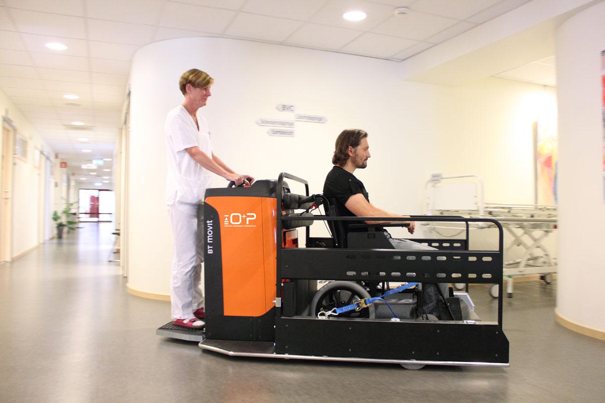 Multischlepper von O+P für Patiententransport in Krankenhäusern